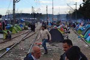 Σε μια κίνηση αλληλεγγύης η Περιφέρεια Δυτικής Μακεδονίας παρέδωσε 15.000 αδιάβροχα στους πρόσφυγες στην Ειδομένη