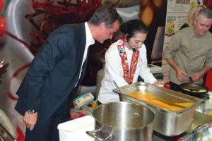 """Το Φεστιβάλ Γαστρονομίας και Τουρισμού """"Κερνάμε Ελλάδα"""" στο Εκθεσιακό Κέντρο Δυτικής Μακεδονίας, επισκέφθηκε το Σάββατο 12 Νοεμβρίου, ο Περιφερειάρχης Δυτικής Μακεδονίας"""