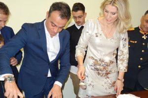 Τις καθιερωμένες ευχές για το νέο έτος αντάλλαξε ο Περιφερειάρχης Δυτικής Μακεδονίας Θεόδωρος Καρυπίδης με τις τοπικές Αρχές, τους φορείς, τους συλλόγους και τους πολίτες της περιοχής, τη Δευτέρα 1 Ιανουαρίου 2018, στο Γραφείο του, στο κτίριο της Περιφέρειας στη ΖΕΠ Κοζάνης