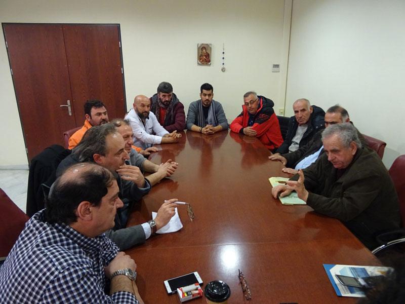 Οι εκπρόσωποι των παραγωγών και πωλητών των Λαϊκών Αγορών επισκέφθηκαν τον Περιφερειάρχη 4