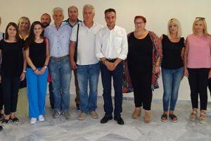Μια ευχάριστη επίσκεψη δέχθηκε την Τρίτη 31 Ιουλίου ο Περιφερειάρχης Δυτικής Μακεδονίας Θεόδωρος Καρυπίδης από τους εργαζομένους και τα μέλη του Δ.Σ. των Ειδικών Εργαστηρίων Κοζάνης και Πτολεμαΐδας