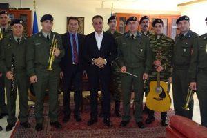 Τα Χριστουγεννιάτικα Κάλαντα έψαλαν στον Περιφερειάρχη Δυτικής Μακεδονίας Θεόδωρο Καρυπίδη, τη Δευτέρα 24 Δεκεμβρίου 2018, ο Στρατός και Σύλλογοι της περιοχής
