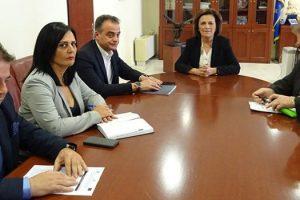 Συνάντηση εργασίας μεταξύ του Περιφερειάρχη Δυτικής Μακεδονίας Θ. Καρυπίδη και με την Υφυπουργό Εσωτερικών Μ. Χρυσοβελώνη για ζητήματα ισότητας των δύο φύλων