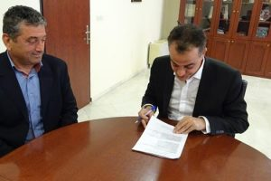 Υπεγράφη η δέσμευση του ποσού των 2.123.000 € για το «Εσωτερικό Δίκτυο Αποχέτευσης Ακαθάρτων Νέου Κομάνου». Δέσμευση του Περιφερειάρχη Δ. Μακεδονίας για να προχωρήσει και το δίκτυο ύδρευσης του νέου οικισμού