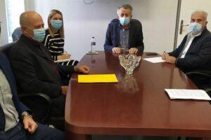 Τον Δήμαρχο Φλώρινας κ. Βασίλη Γιαννάκη επισκέφθηκαν χθες ο Αντιπεριφερειάρχης ΠΕ Φλώρινας κ. Γιάννης Κιοσές μαζί με τον Αντιπεριφερειάρχη Επιχειρηματικής Ανάπτυξης και Πρόεδρο της Εταιρείας Τουρισμού κ. Γιώργο Βαβλιάρα