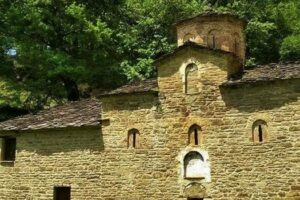 Ιερός Ναός Αγίου Ζαχαρία Γράμμου στην Π.Ε. Καστοριάς