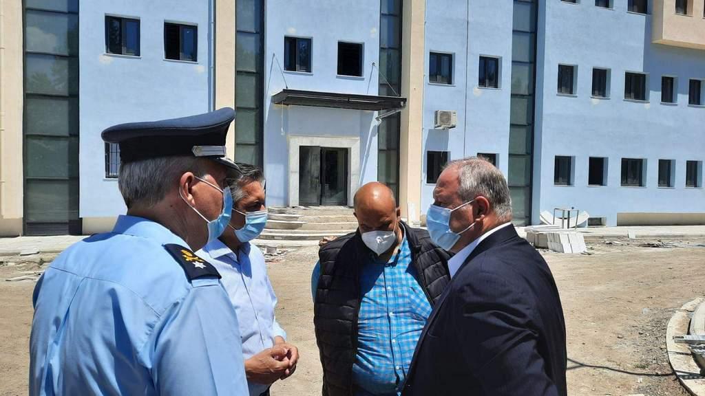 Τo υπό κατασκευή Αστυνομικό Μέγαρο Γρεβενών επισκέφθηκε ο Γ.Γ. του Υπουργείου Προστασίας του Πολίτη Κωνσταντίνος Τσουβάλας, συνοδευόμενος από τον Περιφερειάρχη Δυτικής Μακεδονίας Γιώργο Κασαπίδη 2