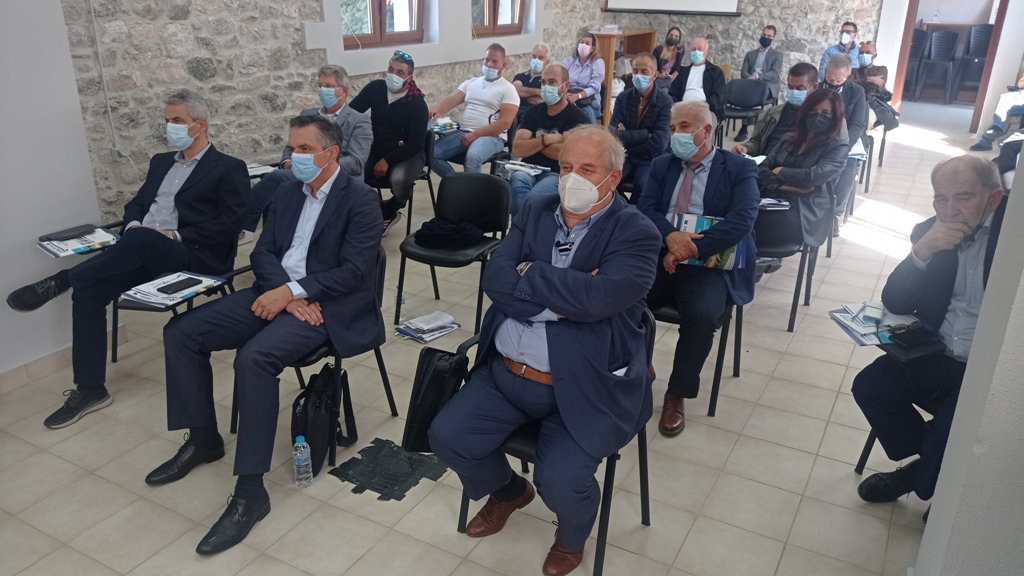 Με επιτυχία ολοκληρώθηκε το διήμερο συνέδριο του προγράμματος διασυνοριακής συνεργασίας COMPLETE στις Πρέσπες, που διοργανώθηκε από τον Ελγο Δήμητρα και την Περιφέρεια Δυτικής Μακεδονίας – αποφασίστηκε να συνεχιστεί η συνεργασία προς όφελος της κτηνοτροφίας 2