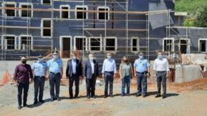 Το υπό κατασκευή Αστυνομικό Μέγαρο Καστοριάς επισκέφθηκε ο Γ.Γ. του Υπουργείου Προστασίας του Πολίτη Κωνσταντίνος Τσουβάλας, συνοδευόμενος από τον Περιφερειάρχη Δυτικής Μακεδονίας Γιώργο Κασαπίδη 1